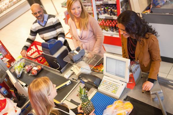 收买进天然食物后,亚马逊或将用己触动体系顶替收银员