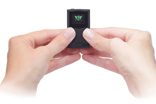 這款遊戲機小到能放進鑰匙串