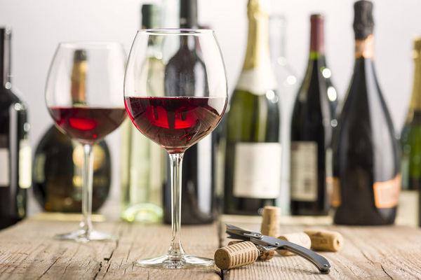 吸烟前喝点红酒可减少危害?