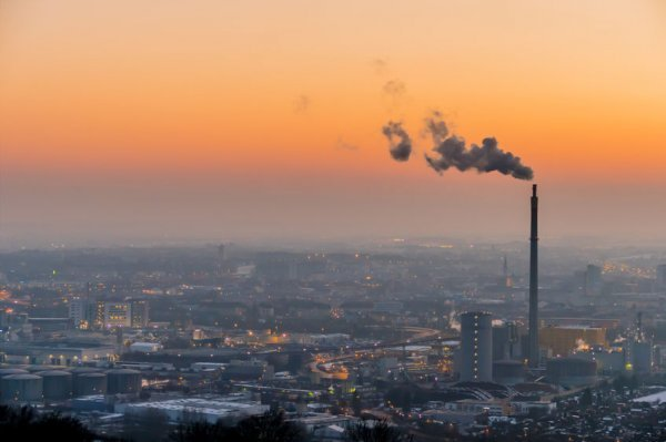 二氧化碳浓度创80万年来的最高纪录