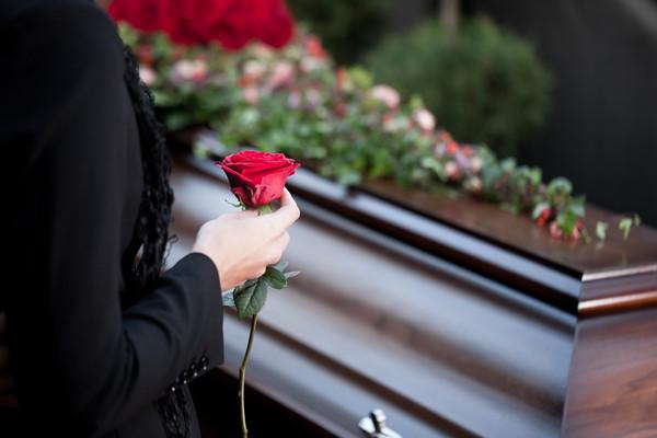 母親死了1年多沒錢安葬,日本71歲女子被捕