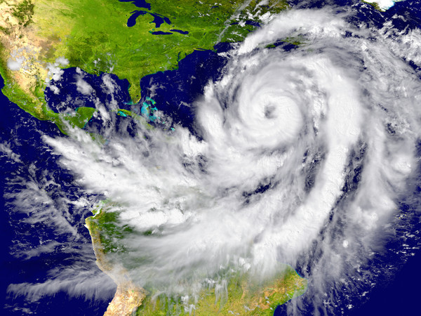 """颶風""""佛羅倫斯""""的新風眼使其威力增強"""