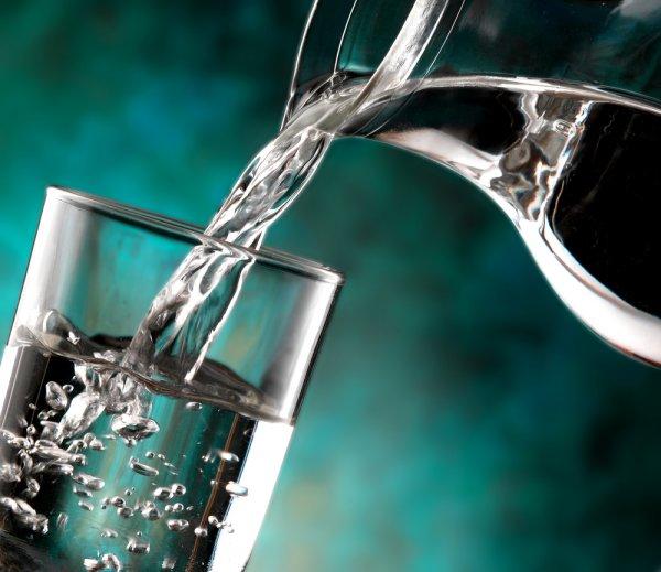 不只是解渴:喝水的九大益處