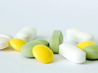为去痘吃避孕药致下肢血栓,英国少女险送命