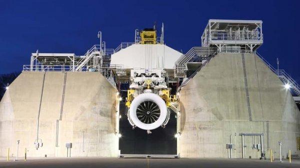 围观全球最大飞机发动机首次点火测试